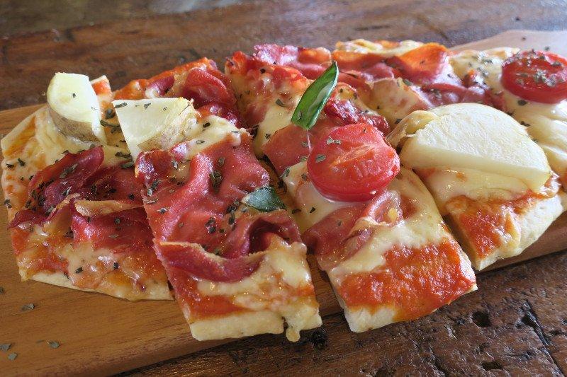ランチの「生ハム自家製ピザ」